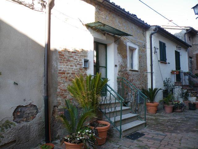 Soluzione Indipendente in vendita a Montepulciano, 4 locali, zona Zona: Valiano, prezzo € 40.000 | Cambio Casa.it