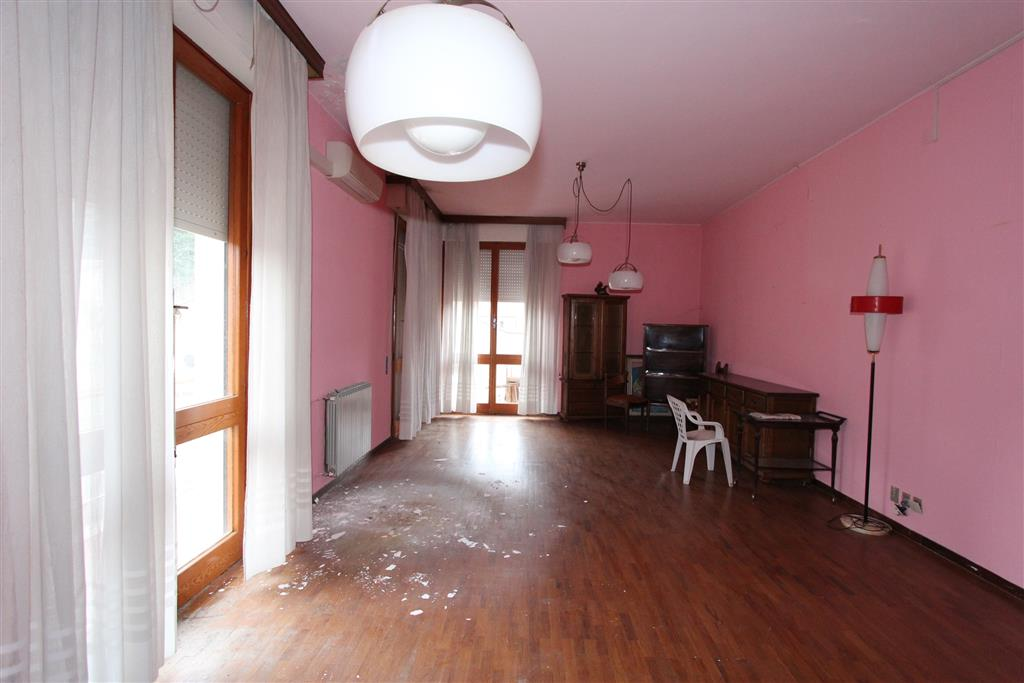 Appartamento in vendita a Chianciano Terme, 6 locali, prezzo € 250.000 | CambioCasa.it