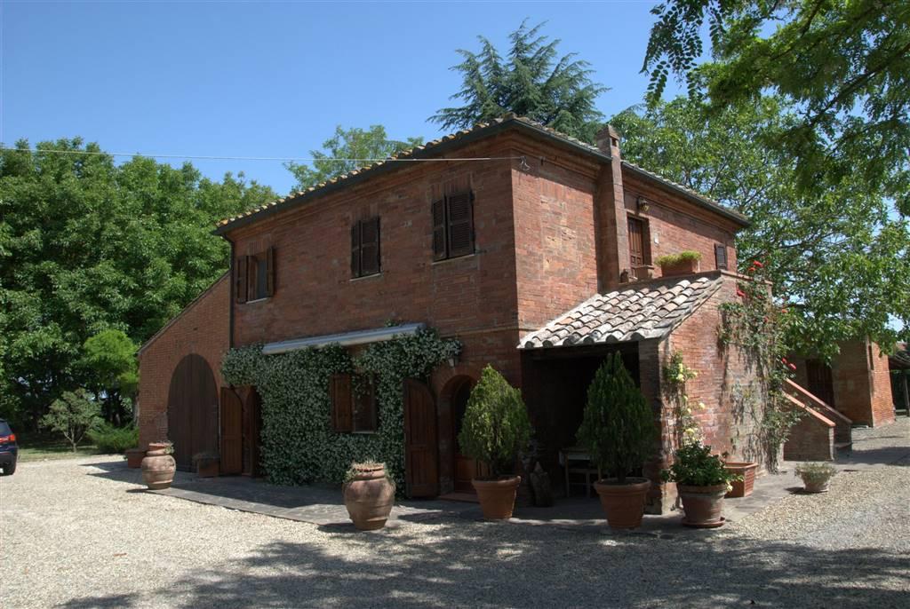 Rustico / Casale in vendita a Montepulciano, 10 locali, prezzo € 485.000 | CambioCasa.it