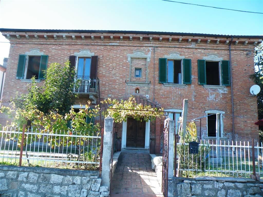 Soluzione Indipendente in vendita a Montepulciano, 10 locali, zona Località: ABBADIA DI MONTEPULCIANO, prezzo € 139.000 | CambioCasa.it