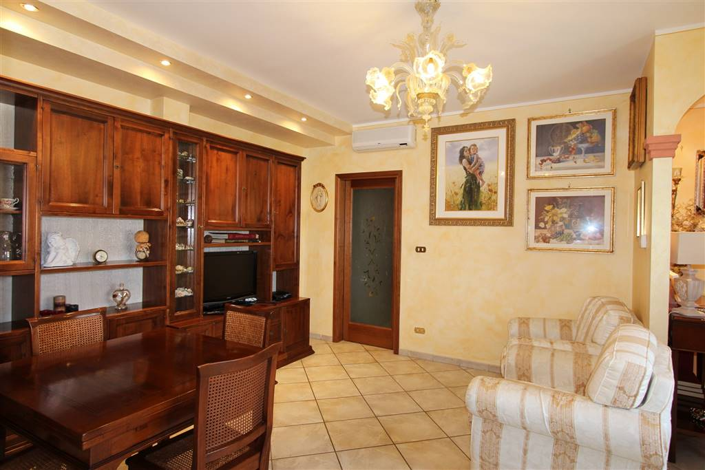Appartamento in vendita a Montepulciano, 5 locali, prezzo € 125.000 | CambioCasa.it