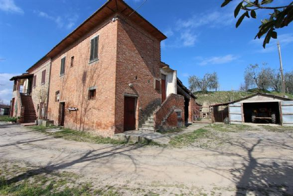 Rustico / Casale in vendita a Montepulciano, 8 locali, zona Località: ABBADIA DI MONTEPULCIANO, prezzo € 150.000 | CambioCasa.it