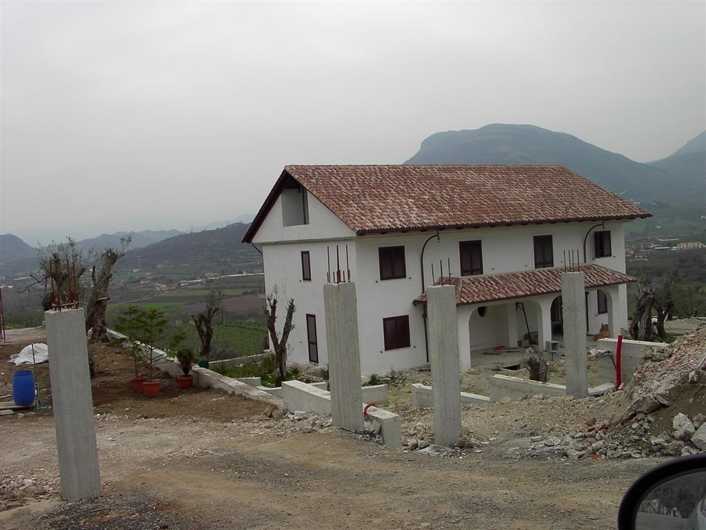 Villa Bifamiliare in vendita a Giffoni Valle Piana, 6 locali, zona Zona: Santa Maria a Vico, Trattative riservate | Cambio Casa.it