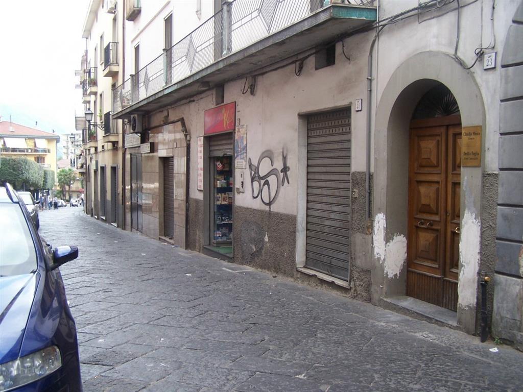 Negozio / Locale in vendita a Giffoni Valle Piana, 2 locali, zona Zona: Mercato, prezzo € 145.000 | CambioCasa.it