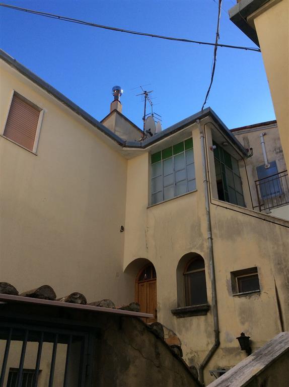 Appartamento in vendita a Giffoni Valle Piana, 3 locali, zona Zona: Sovvieco, prezzo € 40.000 | Cambio Casa.it