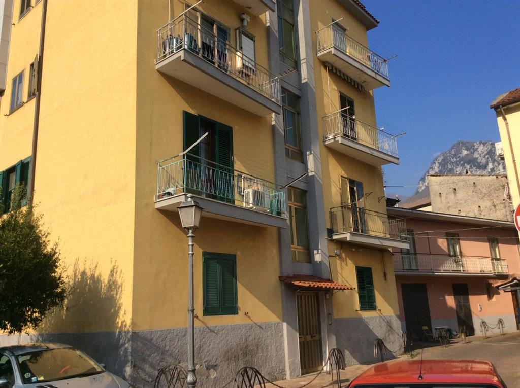 Appartamento in vendita a Giffoni Valle Piana, 3 locali, zona Zona: Mercato, prezzo € 63.000 | Cambio Casa.it