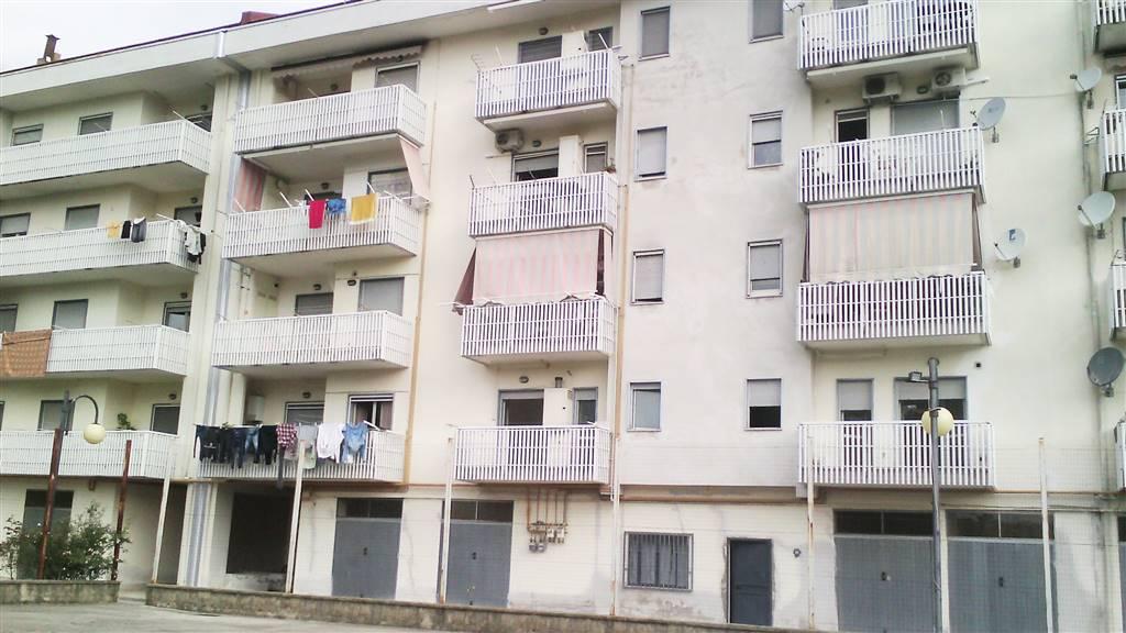 Appartamento in vendita a Giffoni Valle Piana, 4 locali, zona Località: SAN GIOVANNI-SANTA CATERINA, prezzo € 120.000 | Cambio Casa.it