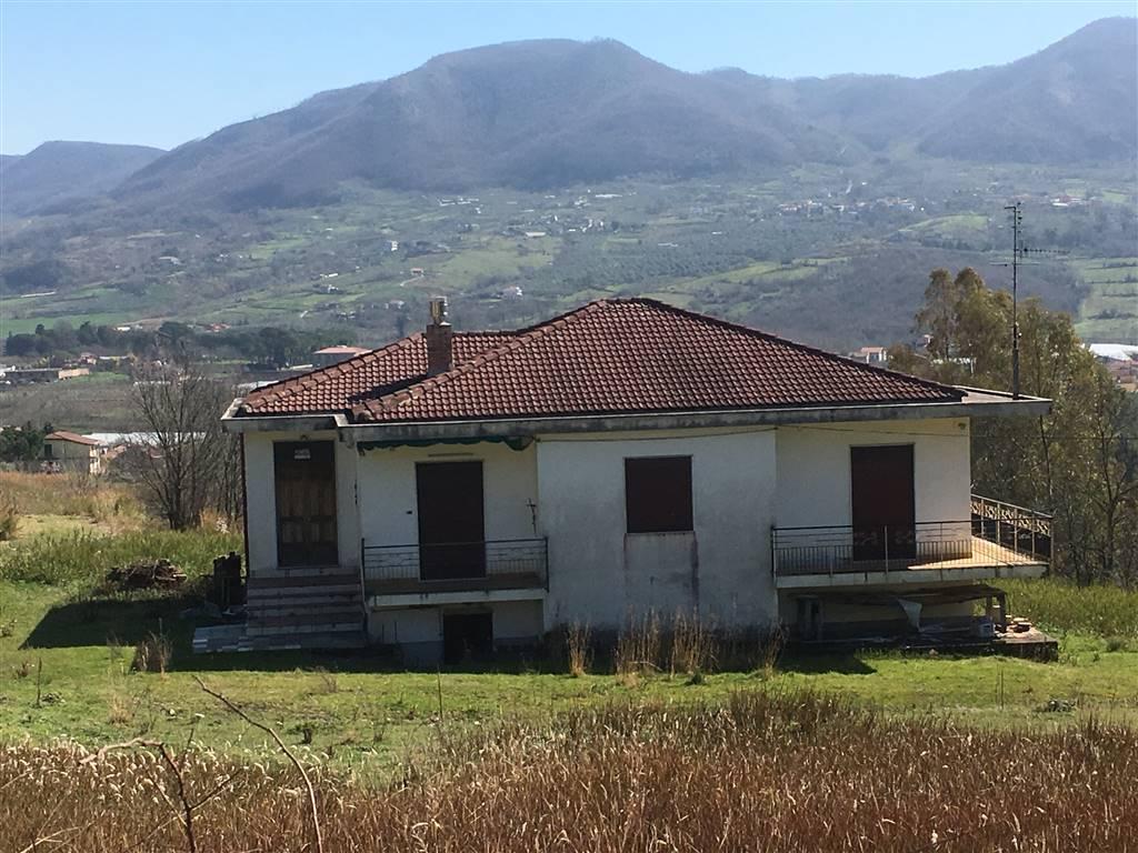 Soluzione Indipendente in vendita a Giffoni Sei Casali, 5 locali, prezzo € 250.000 | Cambio Casa.it