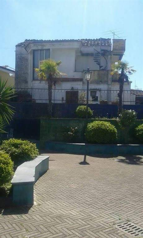 Soluzione Semindipendente in vendita a Salerno, 5 locali, zona Località: GIOVI, prezzo € 190.000 | CambioCasa.it