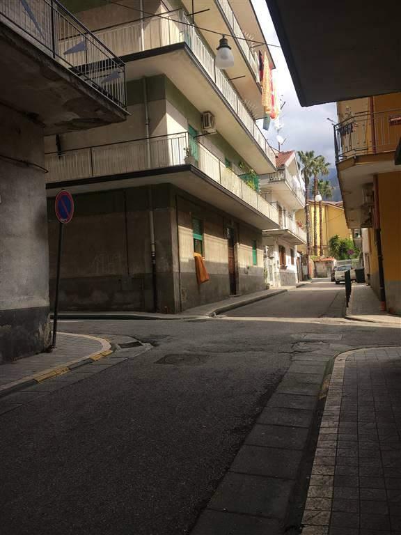 Appartamento in vendita a Giffoni Valle Piana, 4 locali, zona Zona: Mercato, prezzo € 89.000 | CambioCasa.it