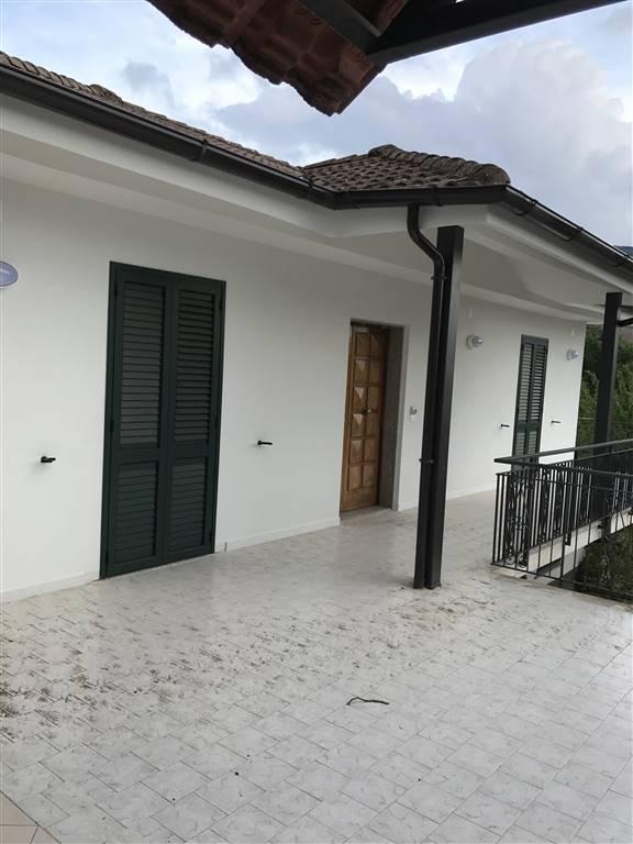 Appartamento in affitto a Giffoni Valle Piana, 6 locali, zona Zona: Santa Maria a Vico, prezzo € 550 | CambioCasa.it