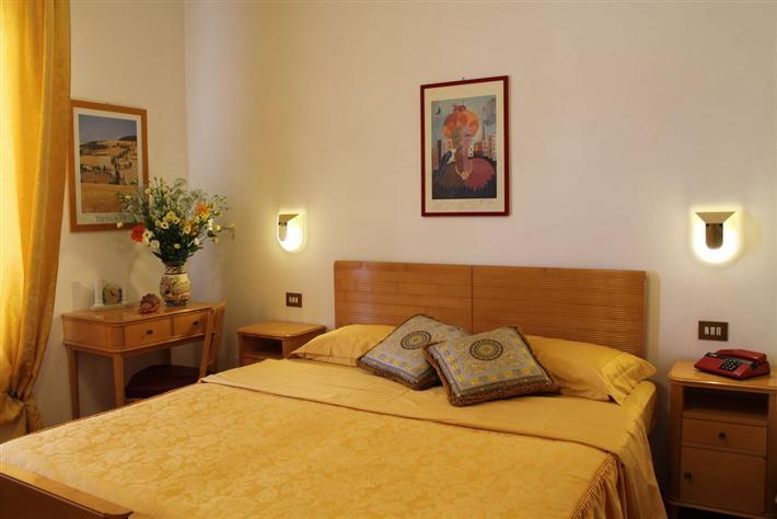 Albergo in affitto a Montepulciano, 40 locali, Trattative riservate | CambioCasa.it
