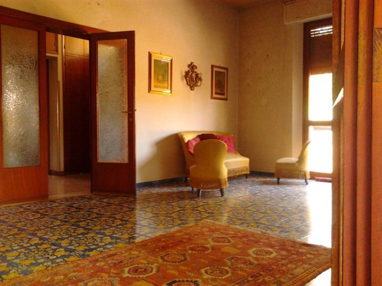 Villa in vendita a Chiusi, 12 locali, Trattative riservate | CambioCasa.it