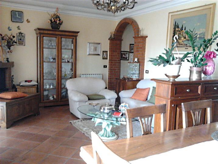 Appartamento in vendita a Chiusi, 5 locali, zona Zona: Macciano, prezzo € 145.000   CambioCasa.it