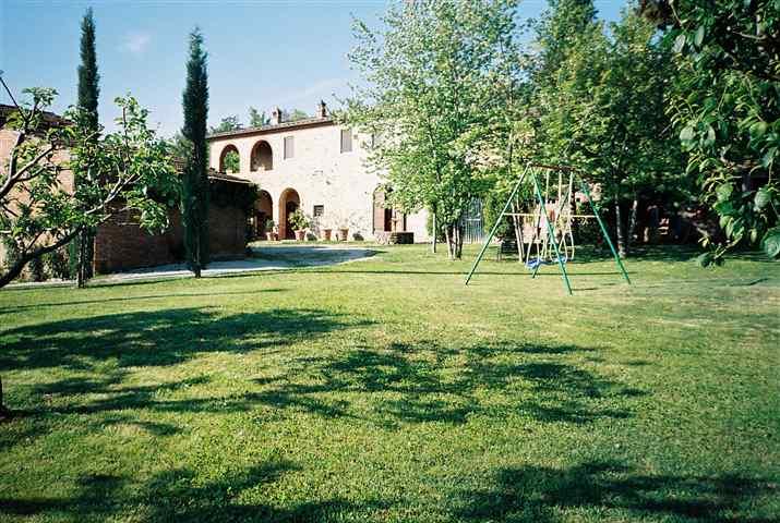 Agriturismo in vendita a Sinalunga, 8 locali, prezzo € 690.000   CambioCasa.it