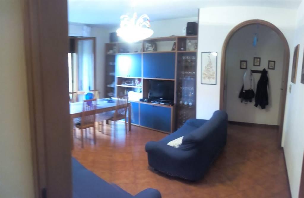 Appartamento in vendita a Chiusi, 6 locali, zona Località: CHIUSI, prezzo € 140.000   CambioCasa.it