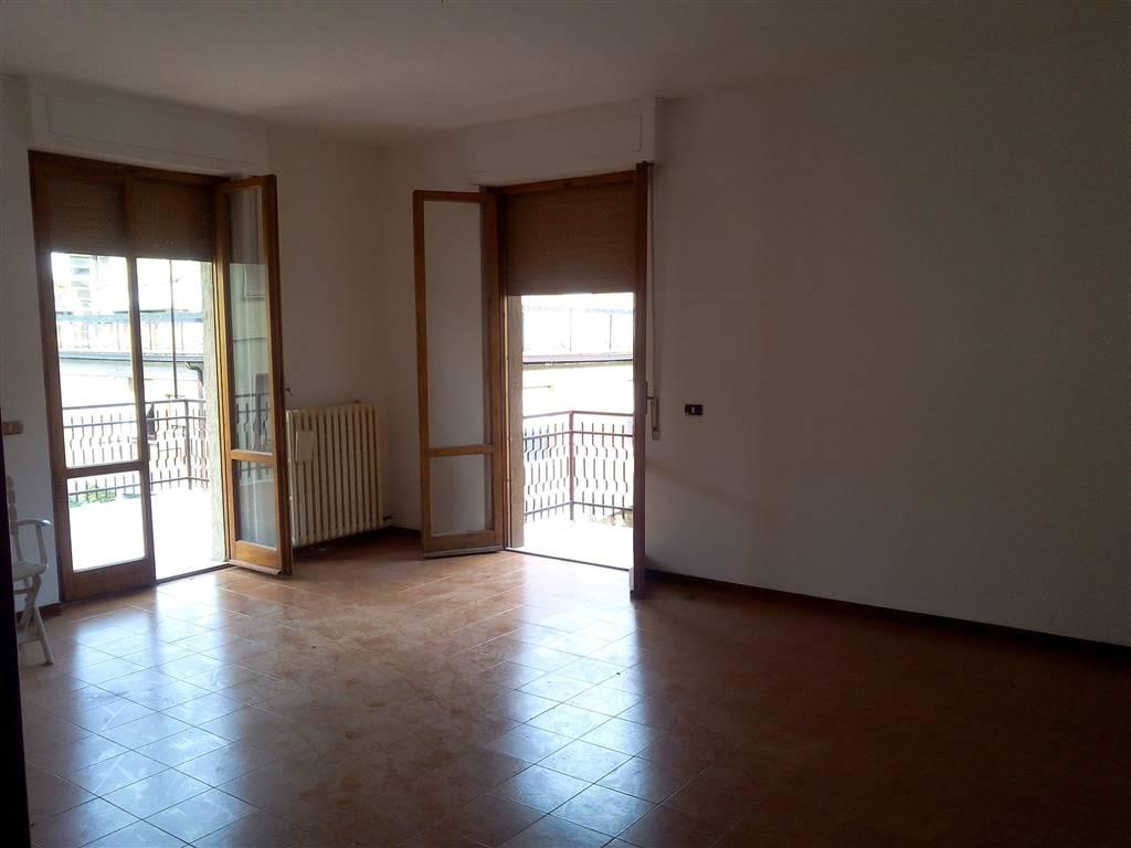 Appartamento in vendita a Chiusi, 5 locali, prezzo € 178.000   CambioCasa.it