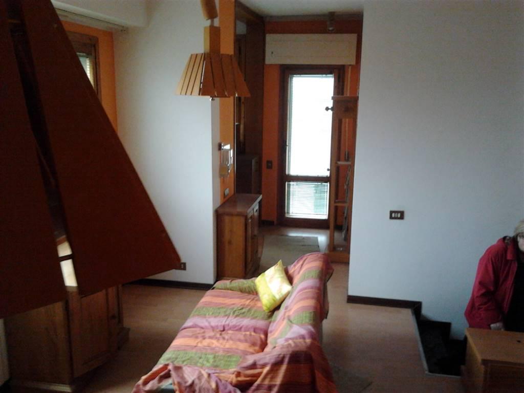 Attico / Mansarda in affitto a Chianciano Terme, 3 locali, prezzo € 350 | CambioCasa.it