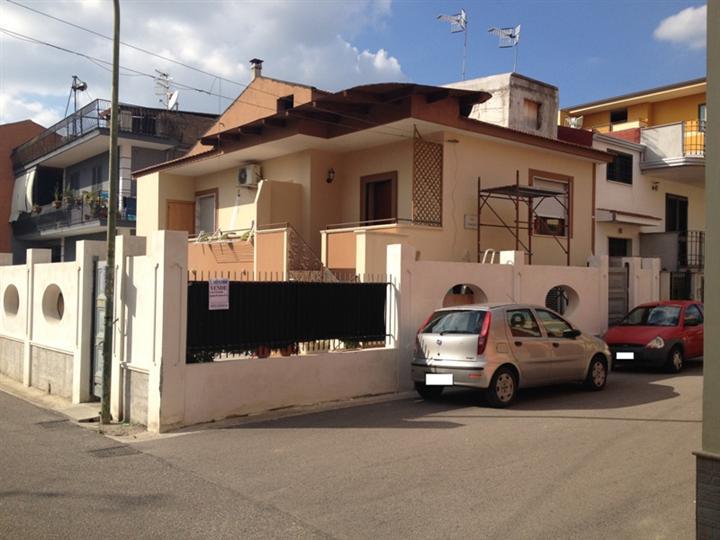 Soluzione Indipendente in vendita a Marcianise, 3 locali, zona Località: MACELLO, prezzo € 210.000 | Cambio Casa.it