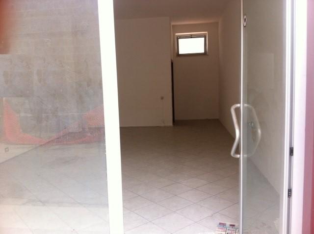 Negozio / Locale in affitto a Marcianise, 1 locali, prezzo € 400 | Cambio Casa.it