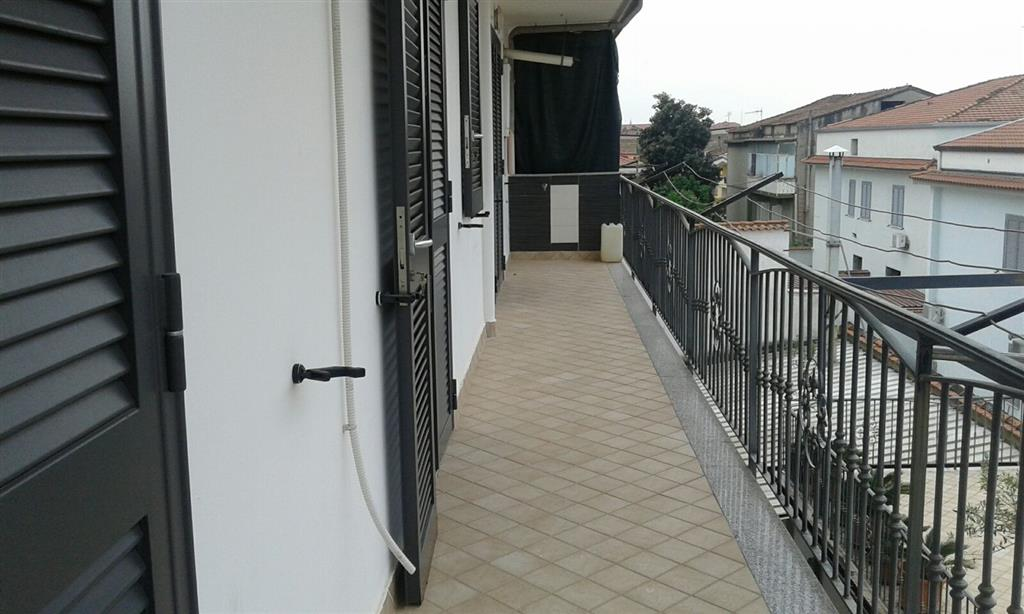 Appartamento in affitto a Capodrise, 5 locali, prezzo € 400 | Cambio Casa.it