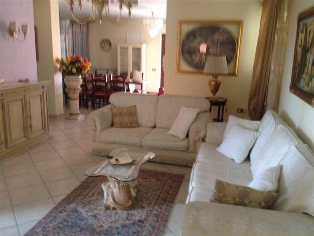 Appartamento in affitto a Capodrise, 4 locali, zona Località: ZONA RESIDENZIALE, prezzo € 600 | Cambio Casa.it