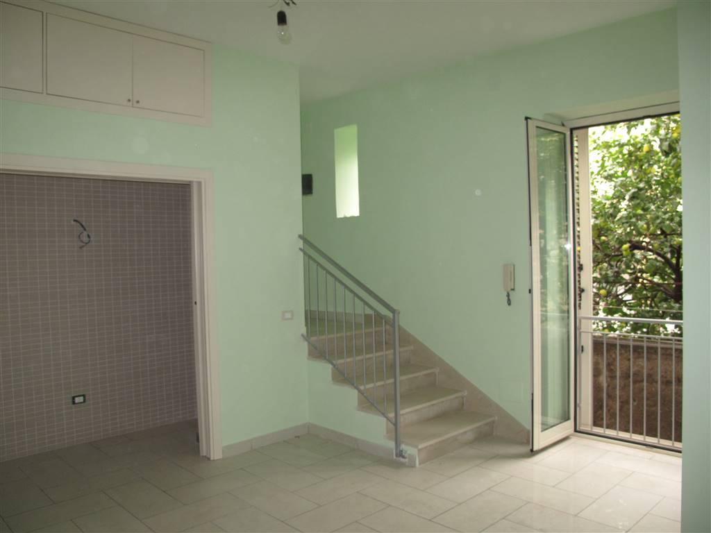Appartamento in vendita a Marcianise, 2 locali, zona Località: CENTRO STORICO, prezzo € 45.000 | CambioCasa.it