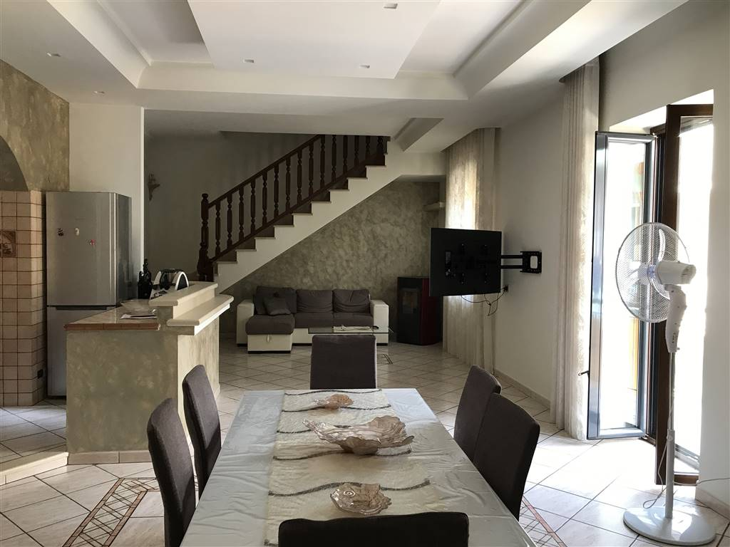 Soluzione Semindipendente in vendita a Marcianise, 5 locali, zona Località: MADONNA DELLA LIBERA, prezzo € 155.000 | Cambio Casa.it