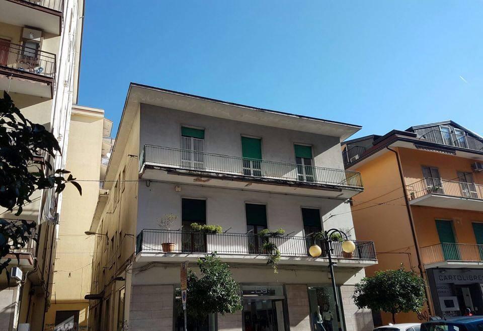 Appartamento in vendita a Battipaglia, 4 locali, prezzo € 125.000   Cambio Casa.it