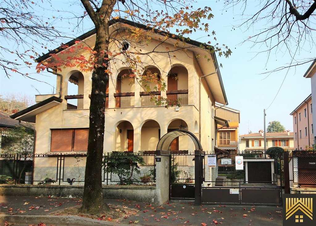 Villa in vendita a Cusano Milanino, 7 locali, prezzo € 595.000 | Cambio Casa.it
