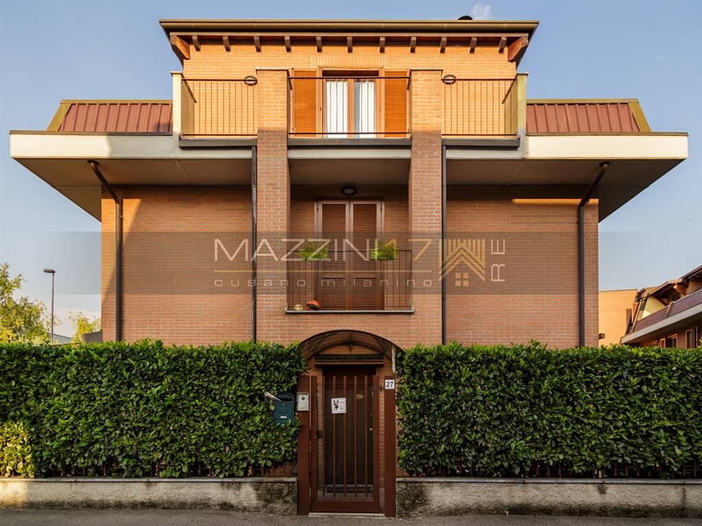 Villa in vendita a Cinisello Balsamo, 4 locali, zona Zona: Campo dei Fiori, prezzo € 480.000 | Cambio Casa.it