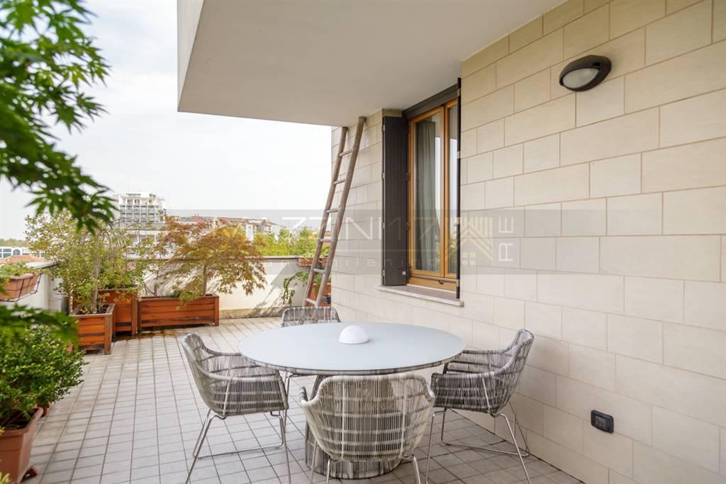 Attico / Mansarda in vendita a Bresso, 6 locali, Trattative riservate | Cambio Casa.it
