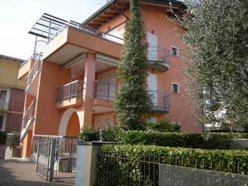 Appartamento in vendita a Sirmione, 4 locali, zona Zona: Colombare, prezzo € 250.000 | Cambio Casa.it