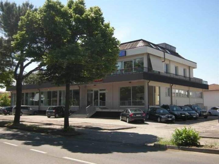 Negozio / Locale in affitto a Forlì, 3 locali, zona Zona: Ronco, prezzo € 5.500 | CambioCasa.it