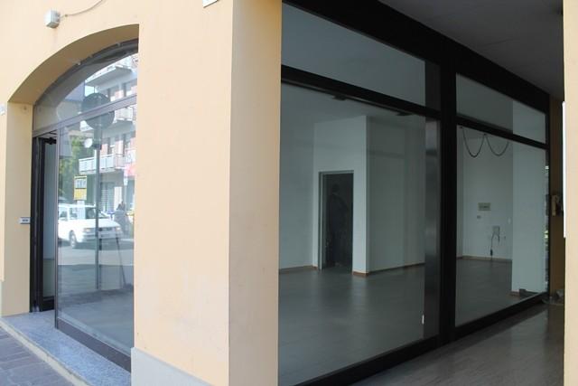 Negozio / Locale in vendita a Forlì, 2 locali, zona Località: FORO BOARIO, prezzo € 150.000   Cambio Casa.it