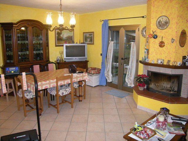 Soluzione Indipendente in vendita a Forlì, 6 locali, zona Zona: Coriano, prezzo € 250.000 | Cambio Casa.it