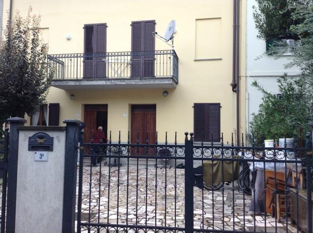 Appartamento in affitto a Forlì, 7 locali, zona Zona: Semicentro, prezzo € 640 | Cambio Casa.it