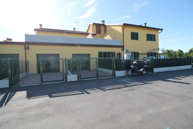 Appartamento in vendita a Forlimpopoli, 5 locali, zona Zona: San Pietro ai Prati, prezzo € 200.000 | CambioCasa.it
