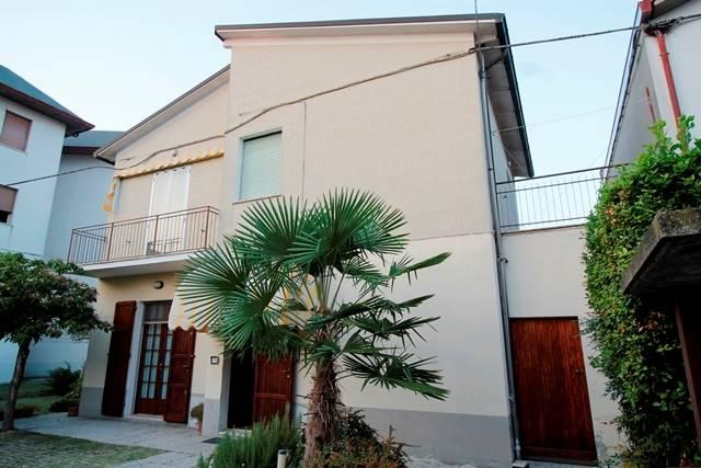 Soluzione Indipendente in vendita a Forlì, 9 locali, zona Zona: Semicentro, prezzo € 385.000 | Cambio Casa.it