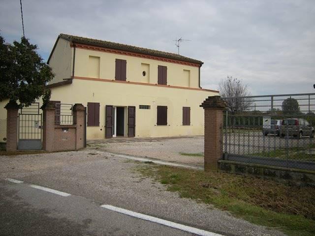 Soluzione Indipendente in vendita a Forlì, 10 locali, zona Località: RONCADELLO, prezzo € 370.000 | Cambio Casa.it