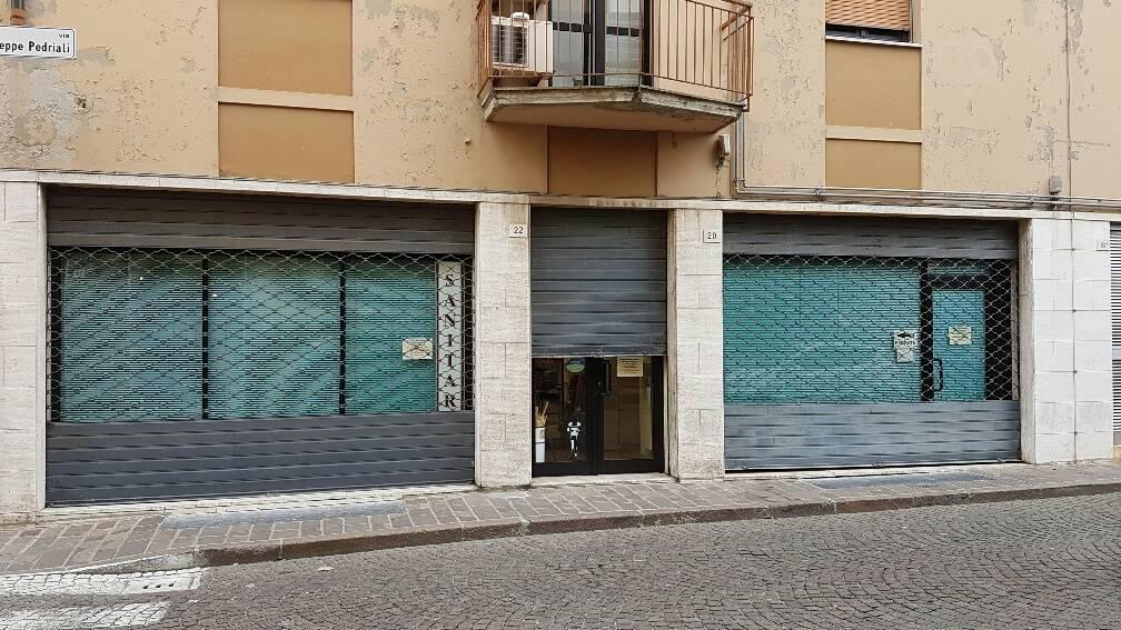 Negozio / Locale in affitto a Forlì, 2 locali, zona Zona: Centro, prezzo € 1.000 | Cambio Casa.it