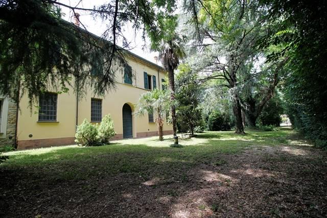 Villa in affitto a Forlì, 7 locali, zona Località: CARPENA, prezzo € 1.500 | CambioCasa.it