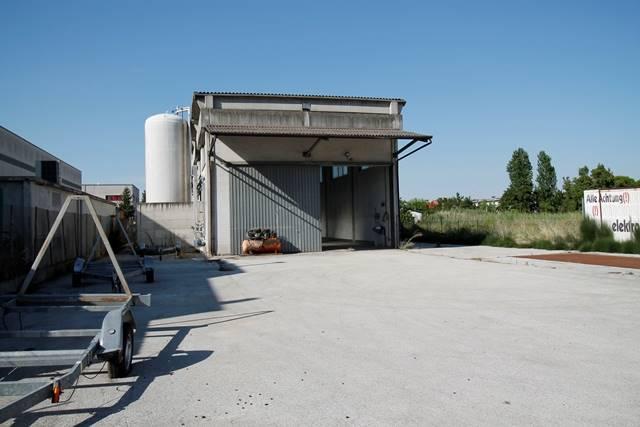 Magazzino in vendita a Forlì, 4 locali, zona Località: BAGNOLO, prezzo € 300.000 | CambioCasa.it