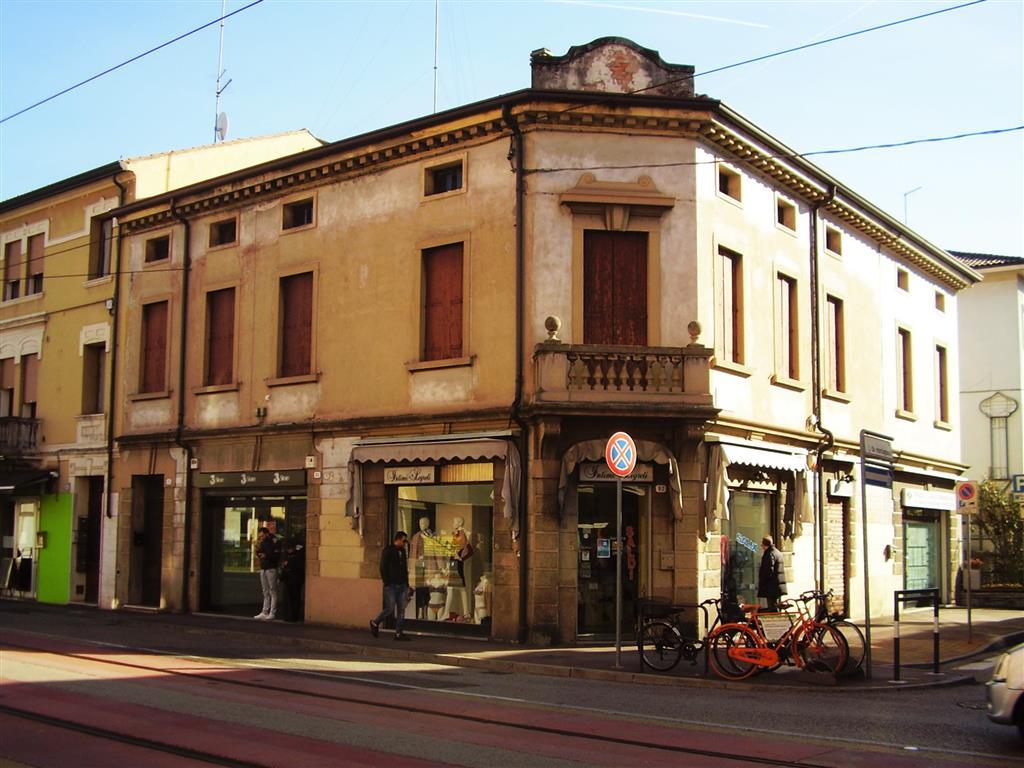 Palazzo / Stabile in vendita a Padova, 6 locali, zona Zona: 2 . Nord (Arcella, S.Carlo, Pontevigodarzere), prezzo € 340.000 | Cambio Casa.it