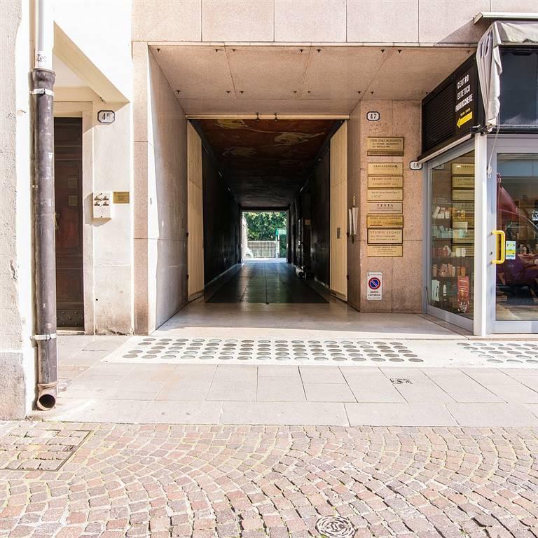 magazzino-deposito  in Affitto a Padova