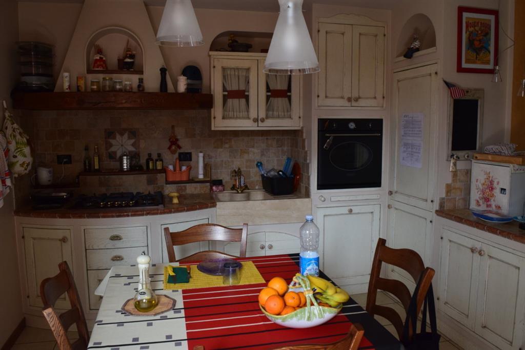 Appartamento in vendita a Quarrata, 3 locali, zona Località: VALENZATICO-SANTONVOVO, prezzo € 170.000   Cambio Casa.it