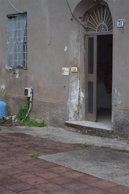 Soluzione Indipendente in vendita a Pistoia, 8 locali, zona Zona: Bottegone, prezzo € 120.000 | Cambio Casa.it