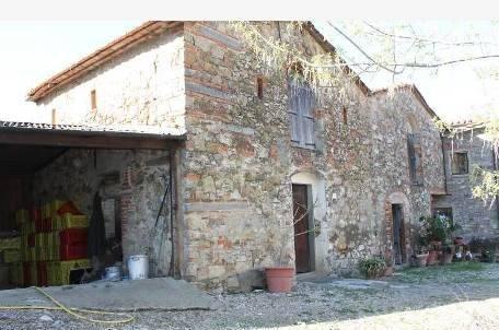 Rustico / Casale in vendita a Quarrata, 5 locali, zona Zona: Buriano, prezzo € 130.000 | Cambio Casa.it