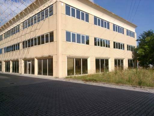 Immobile Commerciale in affitto a Quarrata, 2 locali, zona Zona: Barba, prezzo € 2.000 | Cambio Casa.it