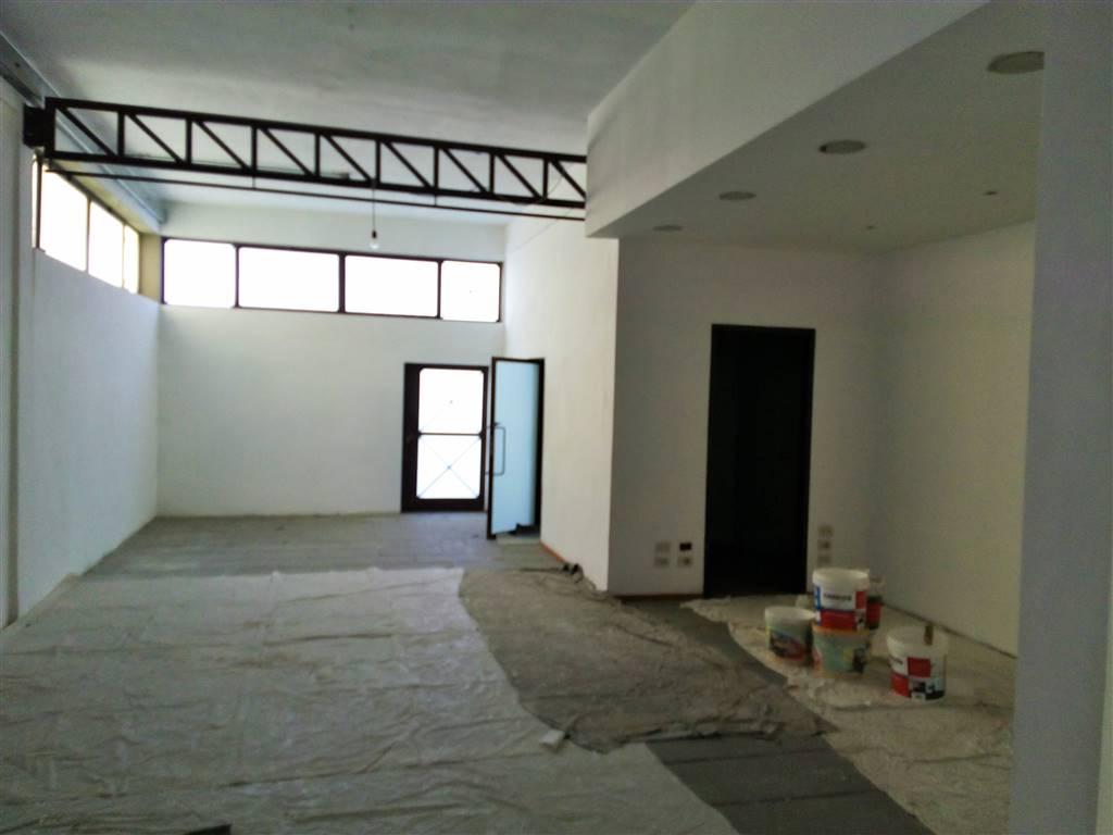 Negozio / Locale in affitto a Quarrata, 3 locali, prezzo € 1.300 | Cambio Casa.it